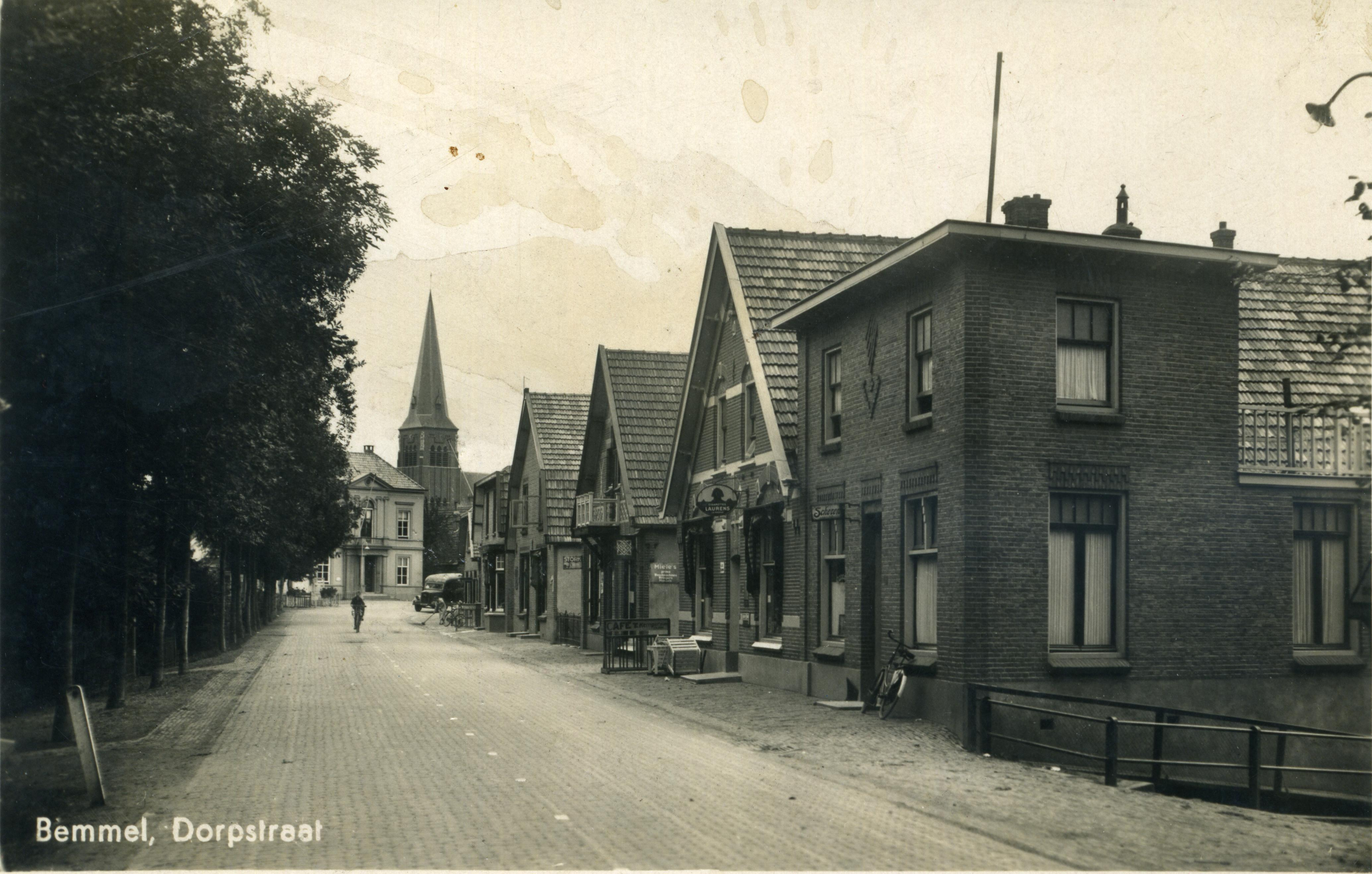 Dorpstraat-jaar-onbekend-voor-de-oorlog