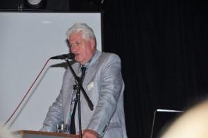 Gijs Bouwman achter de microfoon